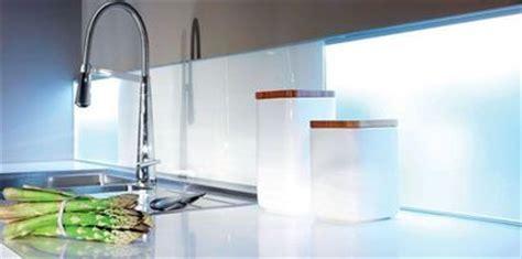 comment coller une credence en verre comment rajeunir une cuisine moche cr 233 dence carrelage meuble de cuisine c 244 t 233 maison