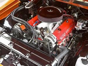 1970 Chevrolet Summer School Chevelle - Engine Compartment