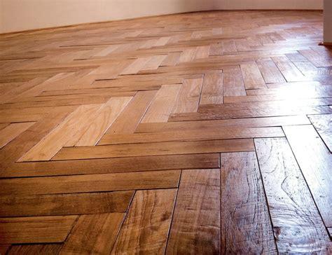 pavimenti in legno massello parquet grezzo in legno massello guinea parquet in teak