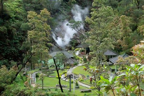 menikmati wisata religi  komplek candi gedong songo