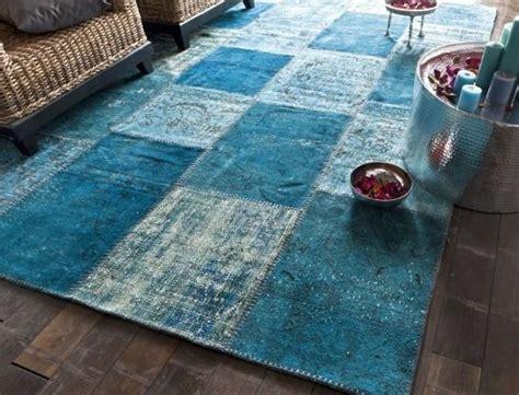 tapis bleu canard