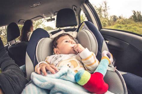 siege auto pour trajet comment soutenir la tête de bébé dans le siège auto
