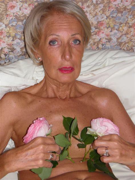 Elegant Slim Granny Posing Naked In This Pics