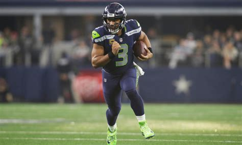 seahawks qb russell wilson snubbed  offensive player