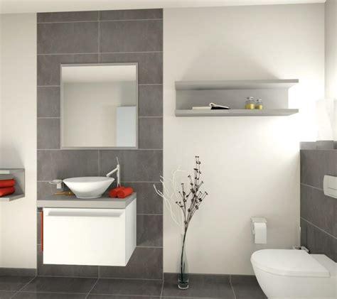 Badezimmer Grauer Boden Weiße Wand