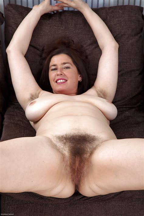 Mature Woman Janey Hasnt Shaved Hairy Cunt In A Year Or