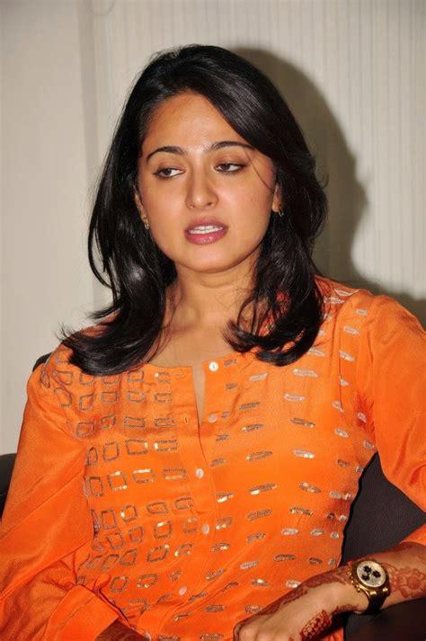 South Indian Chubby Actress Anushka Shetty Hot Stills In