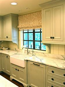 Cottage kitchens hgtv for Kitchen colors with white cabinets with wagon wheel wall art