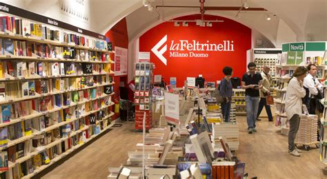 Libreria Piazza Duomo by De Benoist E Philippot Alla Feltrinelli Scatta La