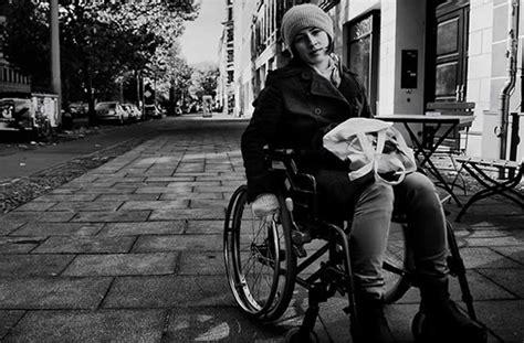 personne en fauteuil roulant j ai test 233 pour vous passer une journ 233 e en fauteuil roulant