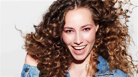 How To Blow-dry Curly Hair