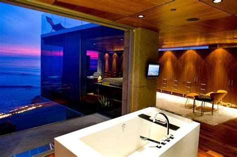 40 stunning luxury bathrooms with views