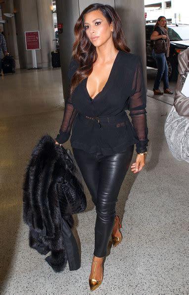 Kim Kardashian Photos Photos - Kim Kardashian at the Airport in Miami 3 - Zimbio