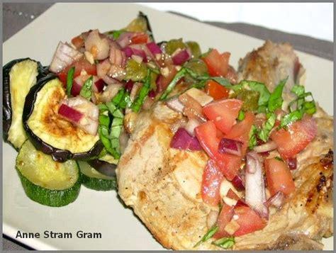 cuisiner une cote de veau côte de veau et légumes grillés salsa de tomate fraîche
