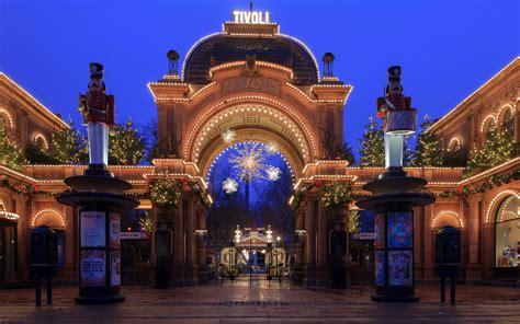 Copenhagen's Tivoli Gardens Has the Best Christmas Lights ...