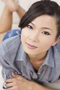 Asiatische Frauen Eigenschaften : sch ne reizvolle chinesische asiatische frauen niederlegung stockfoto bild von orientalisch ~ Frokenaadalensverden.com Haus und Dekorationen