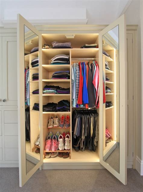 closet style  difference  walk  reach