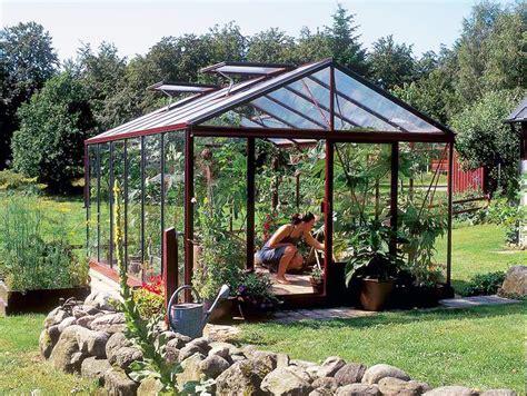 come costruire un capannone permessi per costruire una serra nel proprio orto
