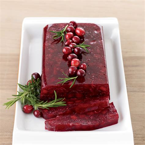 perfecting thanksgiving dinner  cranberry sauce