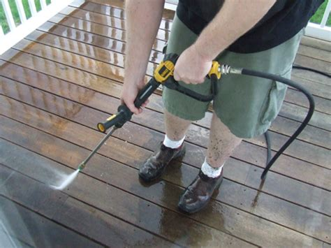 how to clean decks with pressure washers