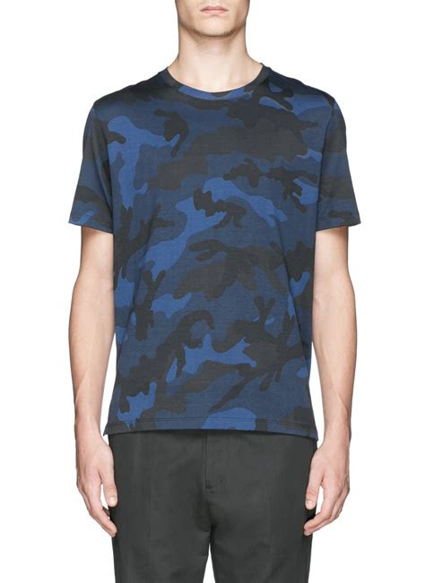 valentino t shirt lyst valentino rockstud back camouflage print t shirt in blue for