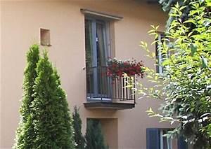 Franzosischer balkon balkonfenster und jalousie fensterladen for Französischer balkon mit garten wohnen