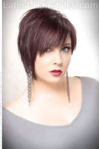 Short Layered Choppy Hairstyle with Bangs