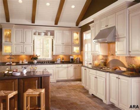 cosy kitchen cabinet plans نصائح خبراء الديكور لجعل ديكور المطبخ اكثر اتساعا و عصرية