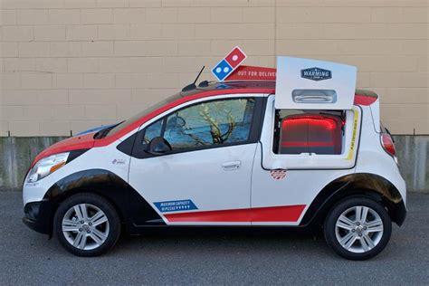Dominos Pizza Cars by Daily News Drives Domino S Delivery Car Ny Daily News