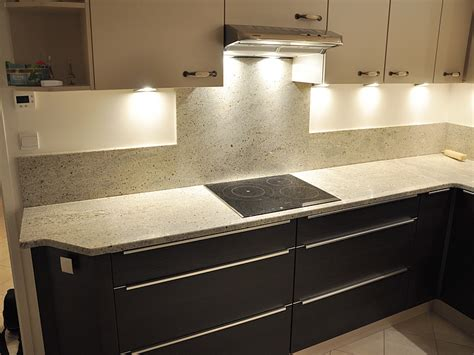 cuisine granit intérieur granit plan de travail en granit kashmir white