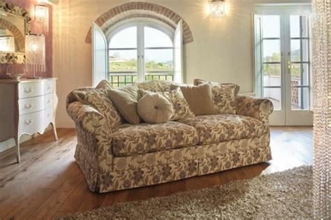 canapé fleuri style anglais shabby chic style 55 idées pour un intérieur romantique