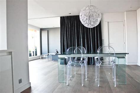 chaises plexiglass idée chaise salle a manger plexiglas