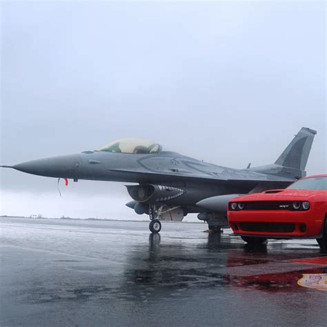 We Raced A Dodge Challenger Hellcat Against A Usaf F-16