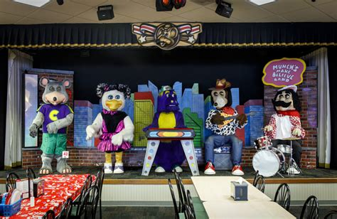 Chuck E. Cheese's is breaking up the animatronic band ...