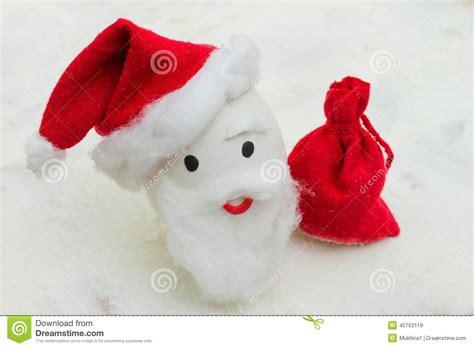 ei weihnachten gl 252 ckliches ei mit gemalten gesichtern im nest f 252 r weihnachten stockfoto bild 45763119