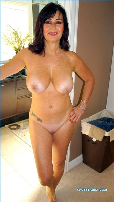 Your Nude Wives At Home Amateur Photo