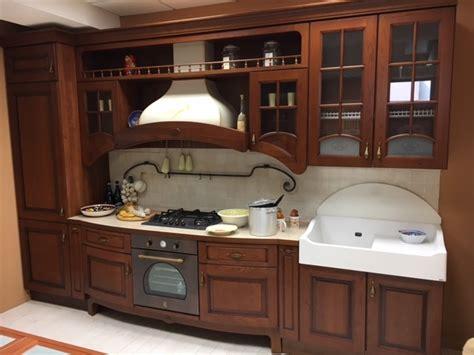 cucine legno massello prezzi cucina classica in legno lineare cucine a prezzi scontati