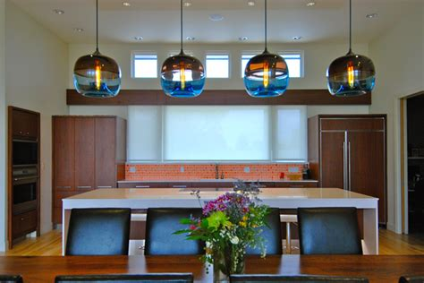 Encalmo-stamen Pendants Spotted Inside Modern Kansas Home