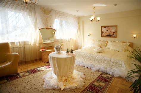 Awesome White Wedding Night Room Decoration Ideas