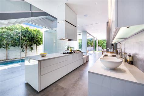 cuisine blanche moderne cuisine moderne blanche sans poignee maison d 39 architecte