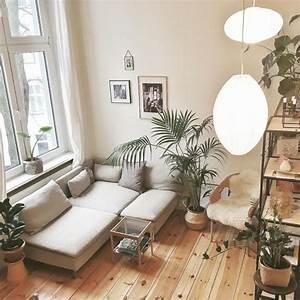 Couch Mit Großer Liegefläche : wohnzimmer einrichtung mit gem tlichem holzbodenparkett gro er couch zimmerpflanzen und gro en ~ Bigdaddyawards.com Haus und Dekorationen