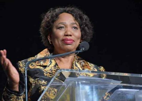 She has been a lecturer at the university of the witwatersrand and at the soweto college of education. Mzansi calls for basic education minister Angie Motshekga to close schools - Sa411
