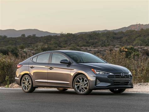 2019 Hyundai Elantra Gets a New Face, More Safety Features ...