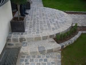 treppe hauseingang die besten 17 ideen zu pflasterarbeiten auf hangflorsteine gartenanlage und