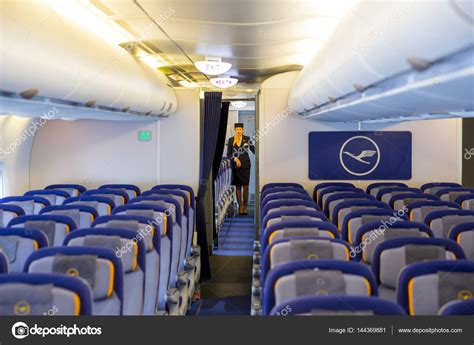avion airbus a380 lufthansa 224 l int 233 rieur de l h 244 tesse de l air photo 233 ditoriale 144369881