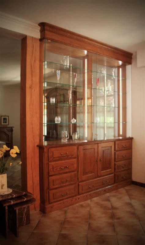 vitrine cuisine meuble de séparation vitrine en chêne teinté verni