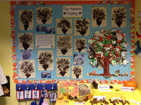 autumn display printing hedgehogs   leaves