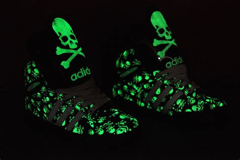Lovers Sneakers Adidas Glow In The Dark Skull