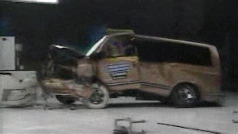Minivans Crash Test by 187 1997 Iihs Minivan Offset Crash Test