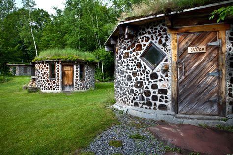 Cordwood Masonry Gains New Fans